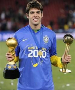 Кака получил Золотой мяч, вручаемый лучшему футболисту Кубка Конфедераций.